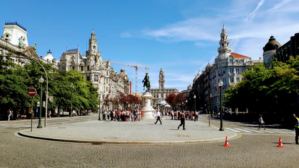 Avenida dos Aliados con vistas a Praça da Liberdade y Ayuntamiento