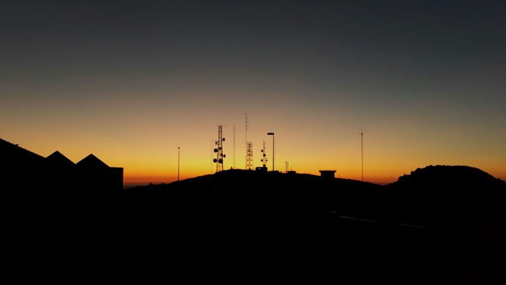 Montaña panorámica Fóia al amanecer