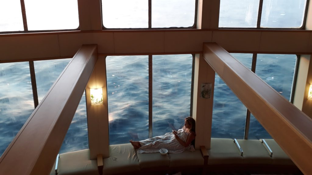 Desayuno relajado en el mar