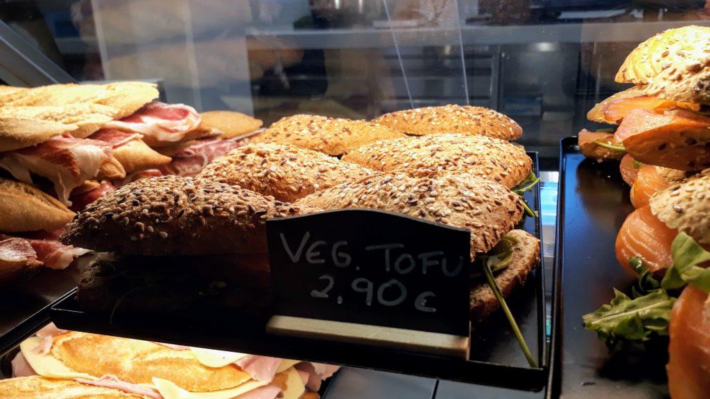 Bocadillo de tofu en la cafetería del Teleférico del Teide