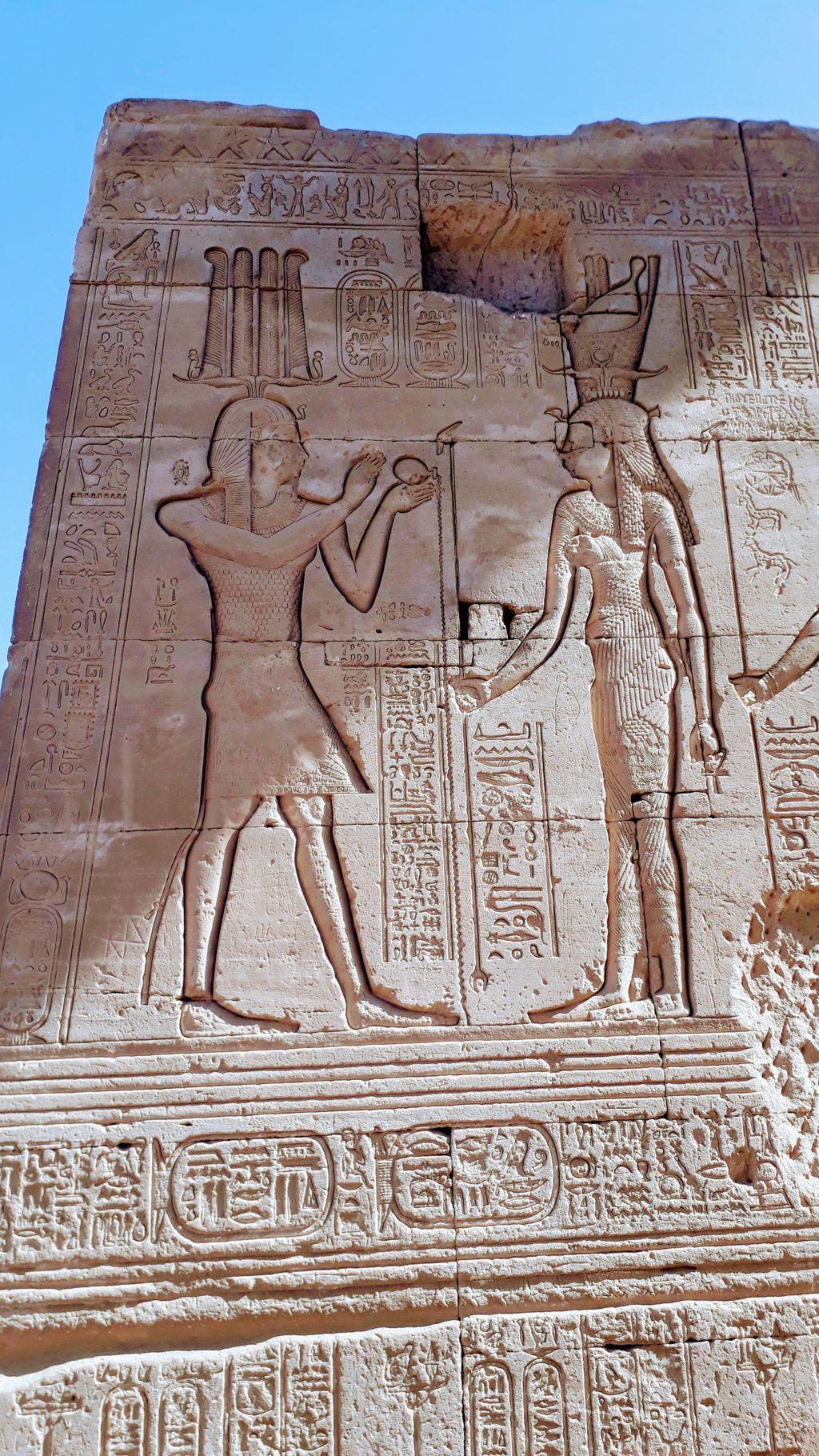 Jeroglíficos en el complejo del Templo de Dendera