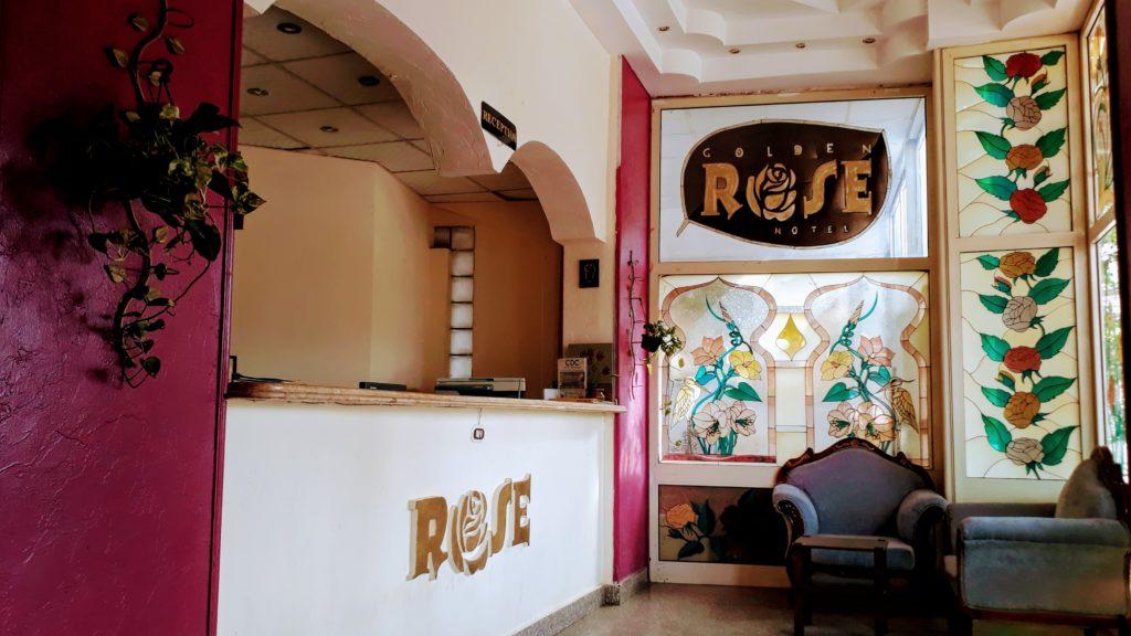 Recepción del Golden Rose Hotel