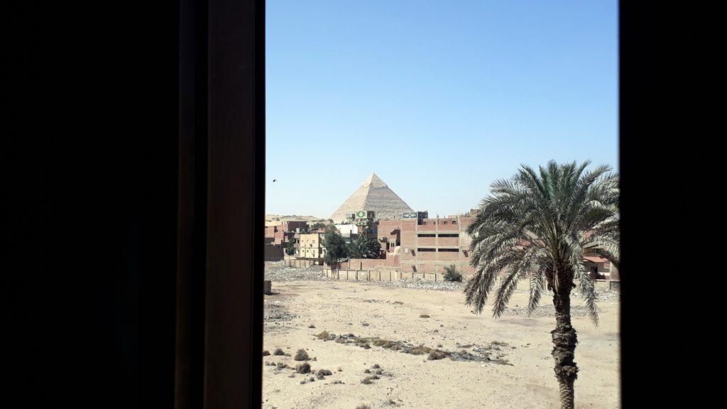 Vista desde la ventana en Pyramids Inn Motel