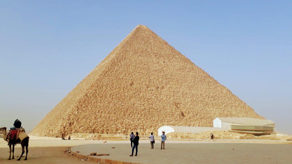 La Pirámide de Keops, la más antigua y más grande de las tres pirámides de Guiza, fue durante casi 4.000 años la estructura más alta de su tiempo