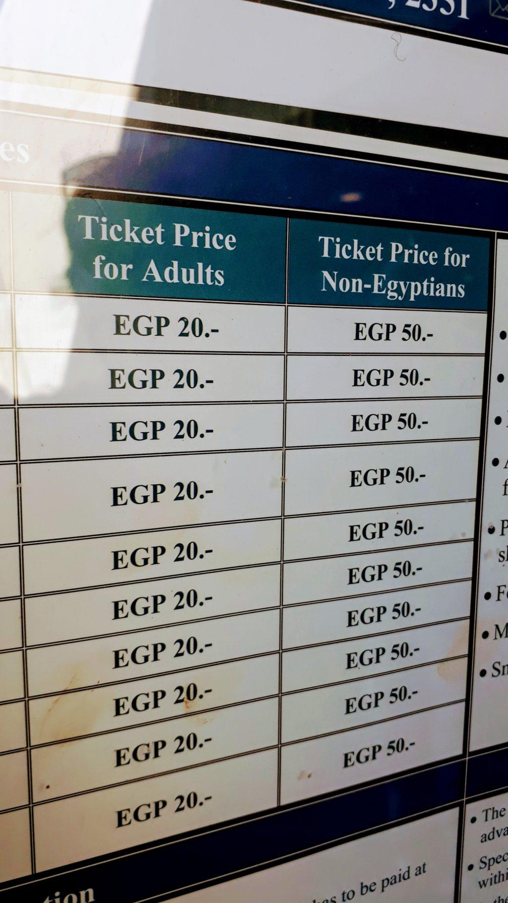 Varios precios de entradas para egipcios y no egipcios