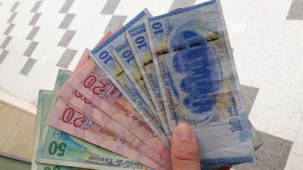 Billetes tunecinos de 10, 20 y 50 dinares