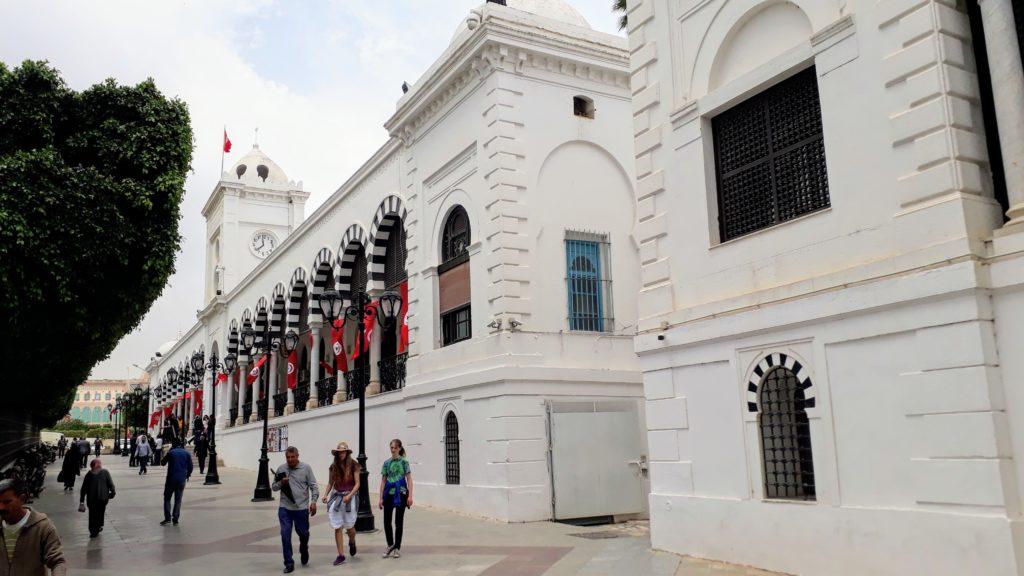 Sede del gobierno Dar El Bey en la Plaza de la Kasbah en Túnez