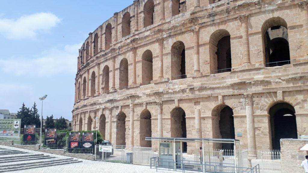 A primera vista, el anfiteatro de El Djem es confusamente similar al Coliseo de Roma