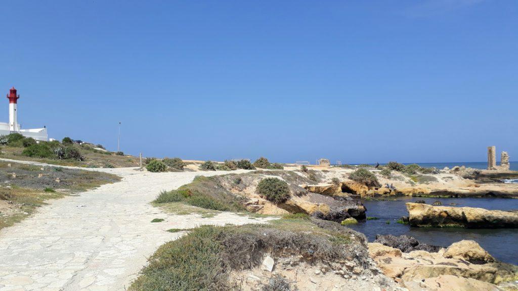 """Antiguo puerto fatimí, """"Puerta del Mar"""" Bab El Bhar y faro en la península de Mahdía"""