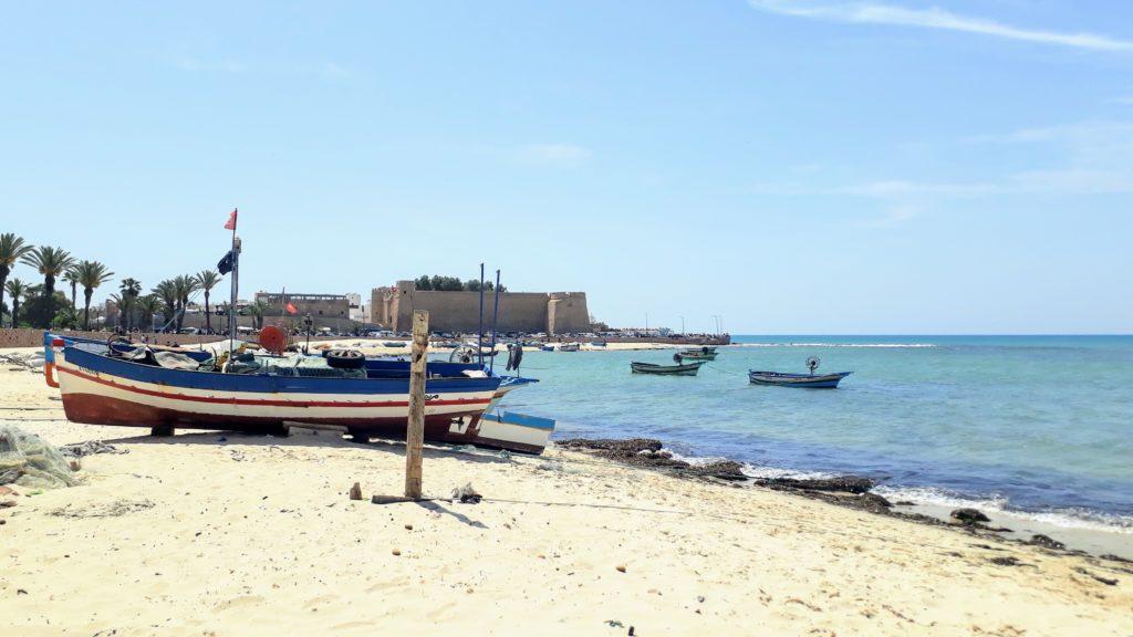 Playa y fortaleza (Kasbah) en Hammamet