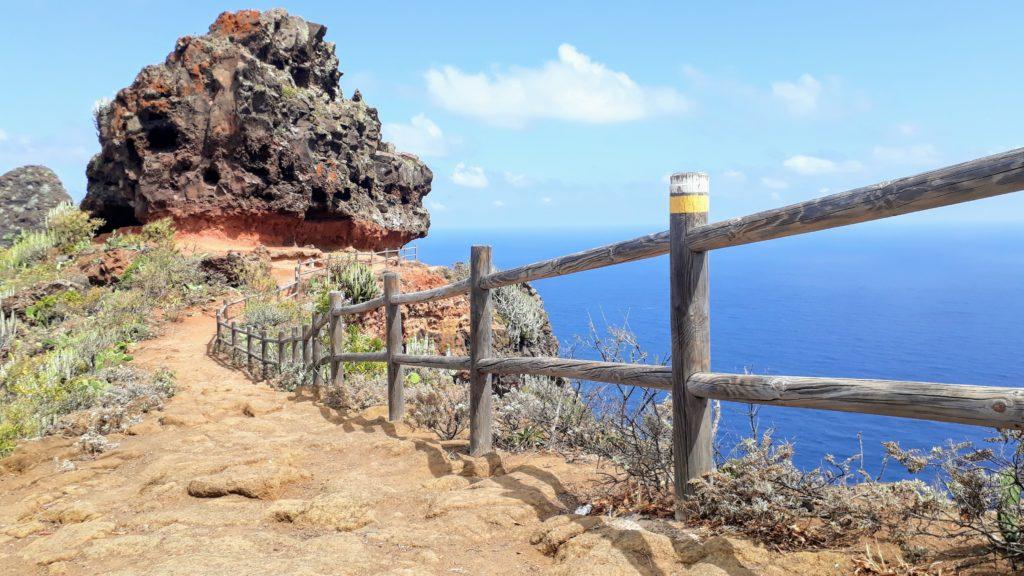 Fácilmente reconocible por el marcado blanco-amarillo: Tenerife tiene muchas rutas de senderismo fantásticas