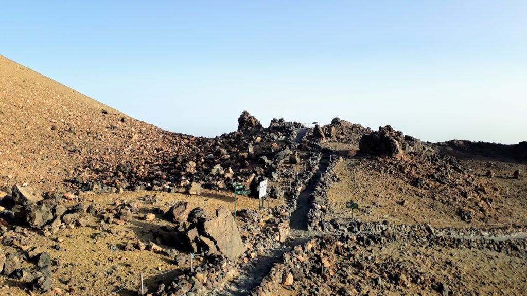 Sendero 11 hasta el Mirador de La Fortaleza, a poca distancia en el camino a la cima