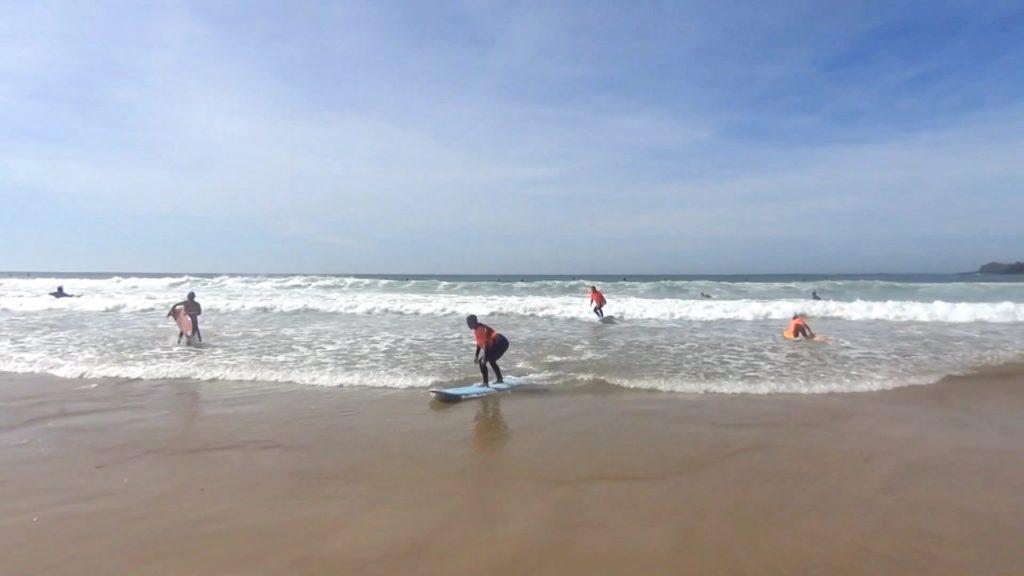 Logros grandes y pequeños mientras aprender a surfear