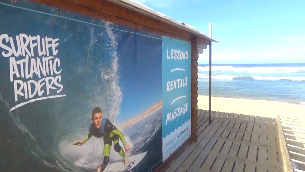 La cabaña de playa de Surflife Atlantic Riders en Praia da Amoreira