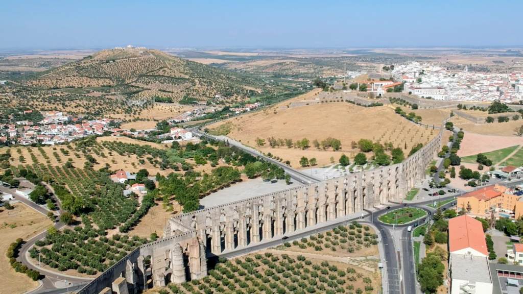 El Aqueduto da Amoreira de cuatro pisos en Elvas